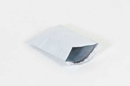 "#000 - 4 x 8"" Bubble Lined Self-Seal Poly Mailer (500/case)"